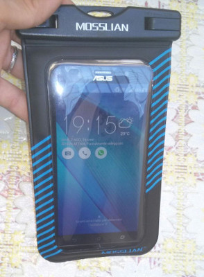 Custodia impermeabile smartphone mare